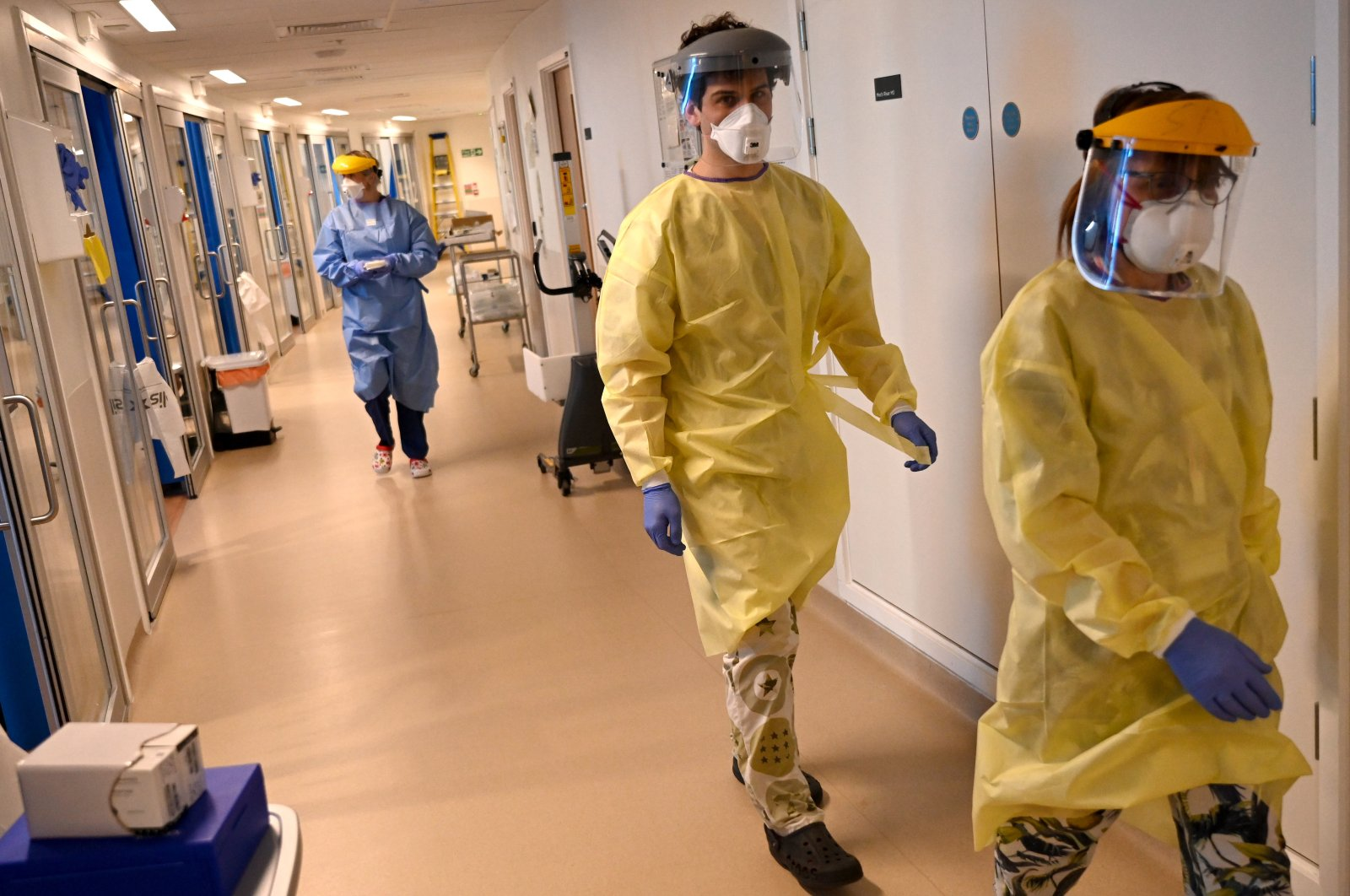 Clinical staff wear personal protective equipment (PPE) as they care for a patient at the intensive care unit at Royal Papworth Hospital in Cambridge, Britain, May 5, 2020. (EPA Photo)