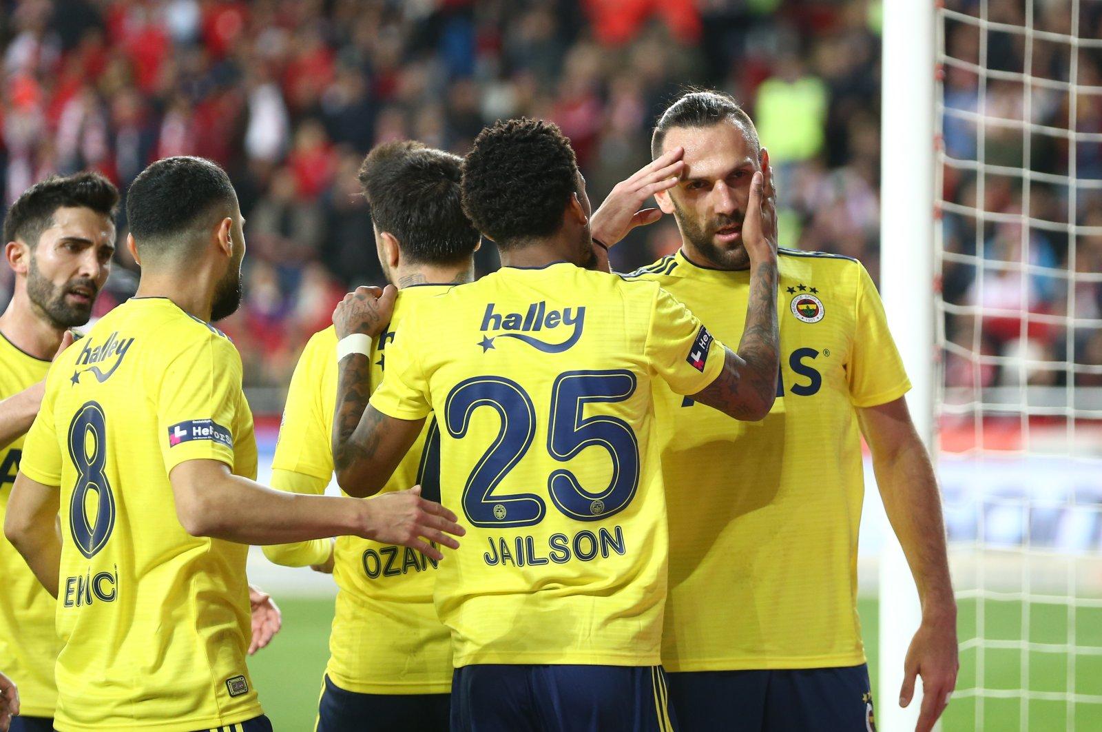 Fenerbahçe players celebrate a goal against Antalyaspor during a Süper Lig match in Antalya, Turkey, Feb. 29, 2020. (AA Photo)