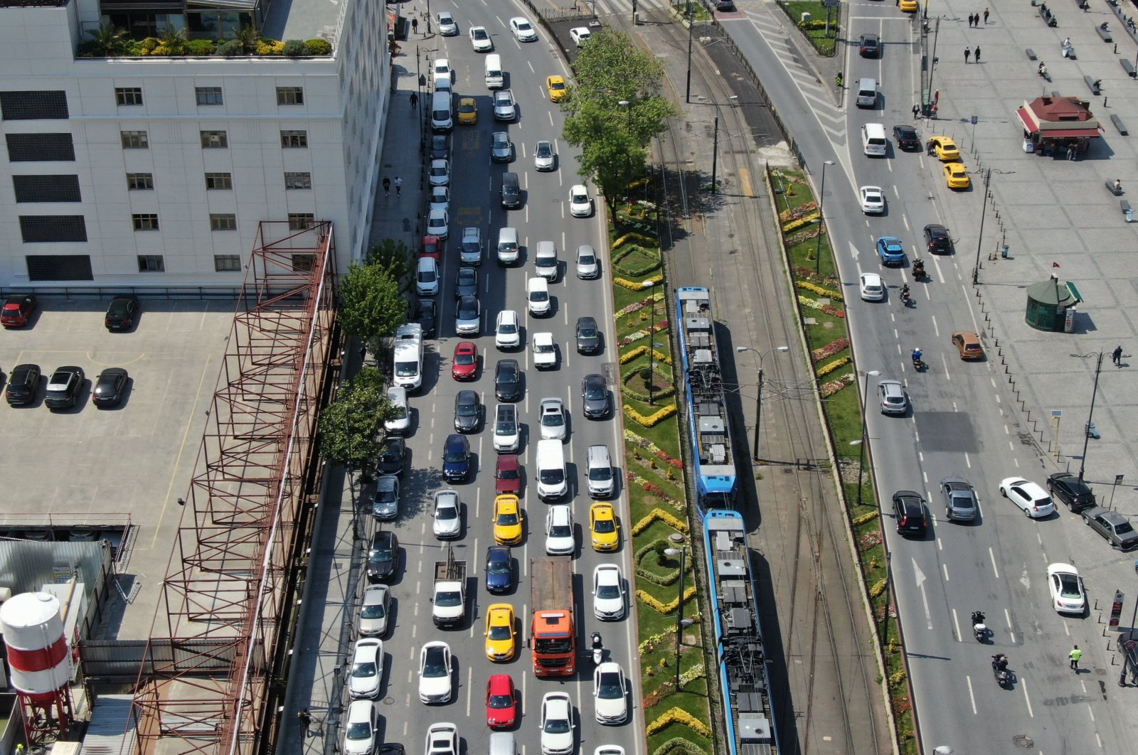 This photo of a traffic jam captured in the historic Eminönü district prompted Health Minister Fahrettin Koca to issue fresh warnings about the virus threat, Istanbul, Turkey, May 7, 2020. (DHA Photo)