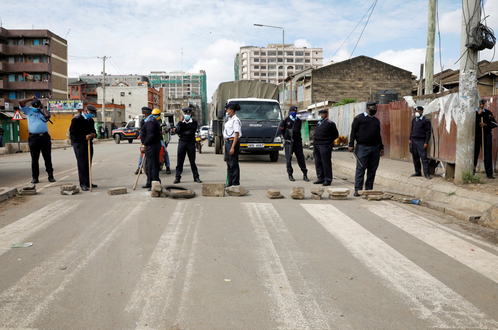 A police checkpoint is seen, after the government announced a lockdown of Nairobi's storied Eastleigh district and the Old Town of Mombasa for two weeks, Nairobi, May 7, 2020.  (Reuters Photo)