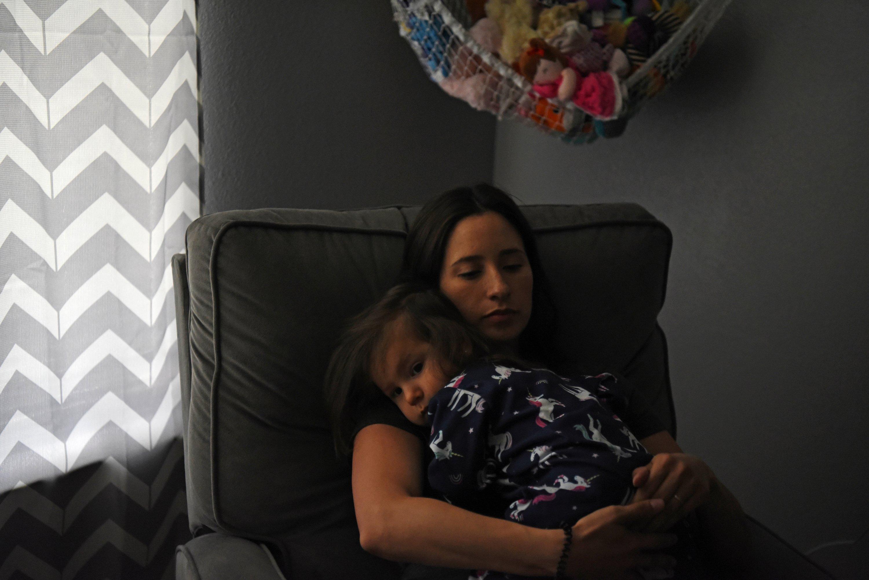 Pregnant nurse Samantha Salinas holds her daughter, Macie, amid a coronavirus disease (COVID-19) outbreak in San Antonio, Texas, U.S., May 6, 2020. Picture taken May 6, 2020.  (REUTERS Photo)