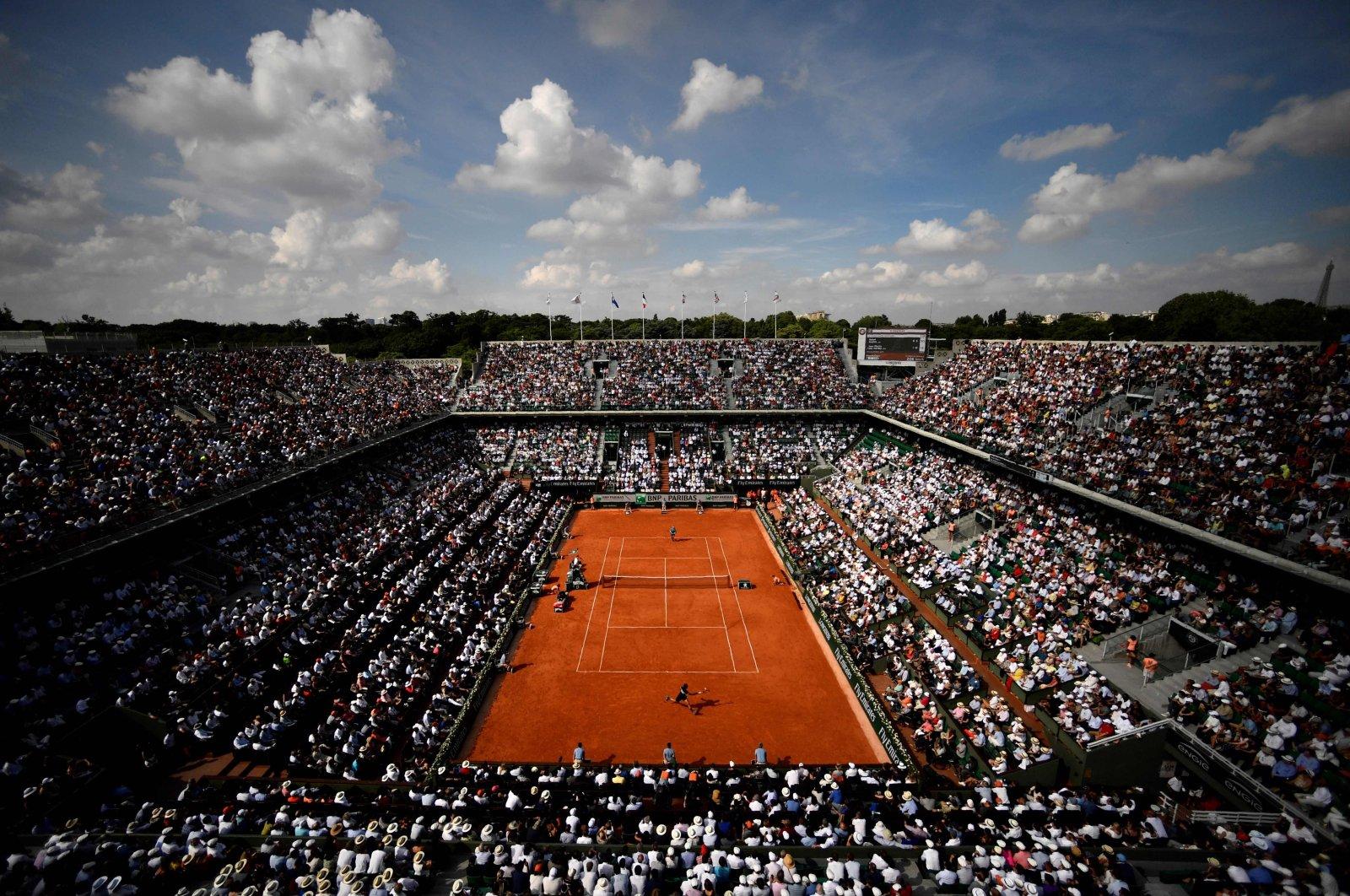 Spectators watch men's singles semi-final at Roland Garros 2018 tournament in Paris, France, June 8, 2018. (AFP Photo)