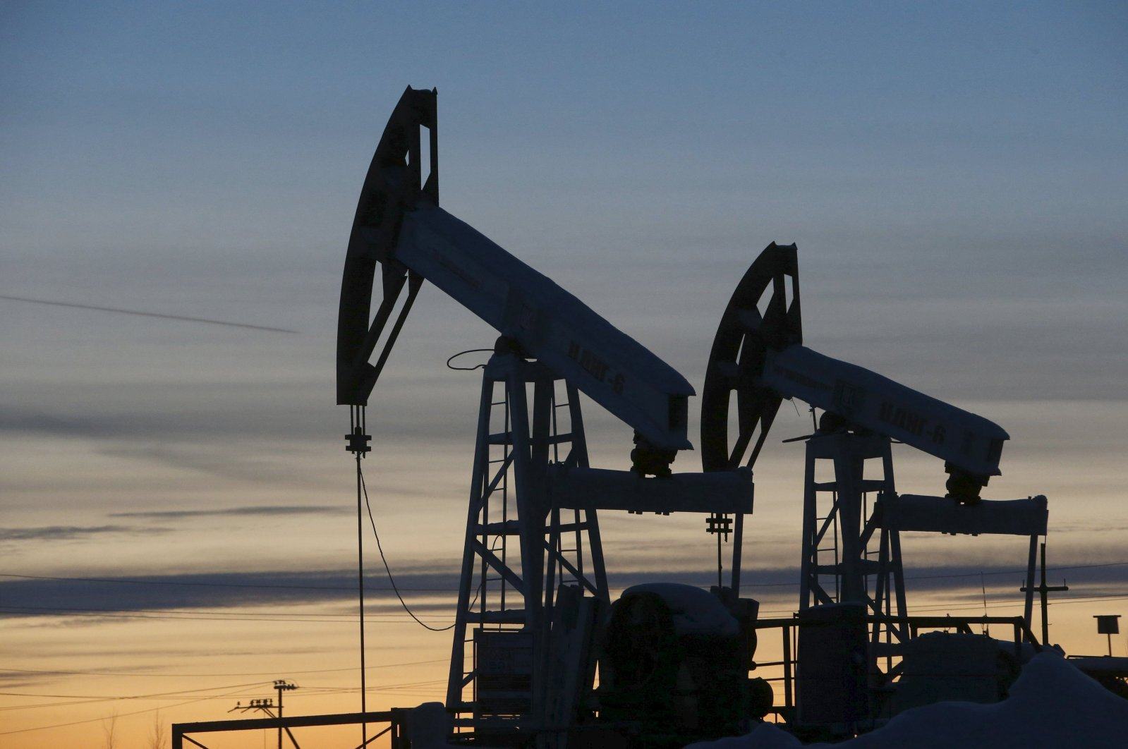 Pump jacks are seen at the Lukoil-owned Imilorskoye oil field, as the sun sets, outside the west Siberian city of Kogalym, Russia, Jan. 25, 2016. (Reuters Photo)