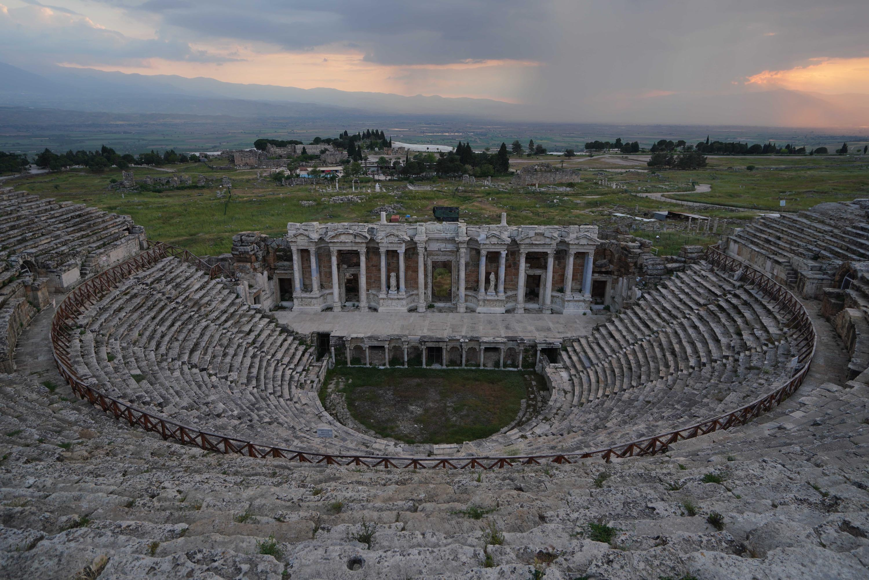 Murat Karahan will perform with the Antalya State Opera and Ballet Orchestra at the ancient theater of Hierapolis on May 23. (DHA Photo)