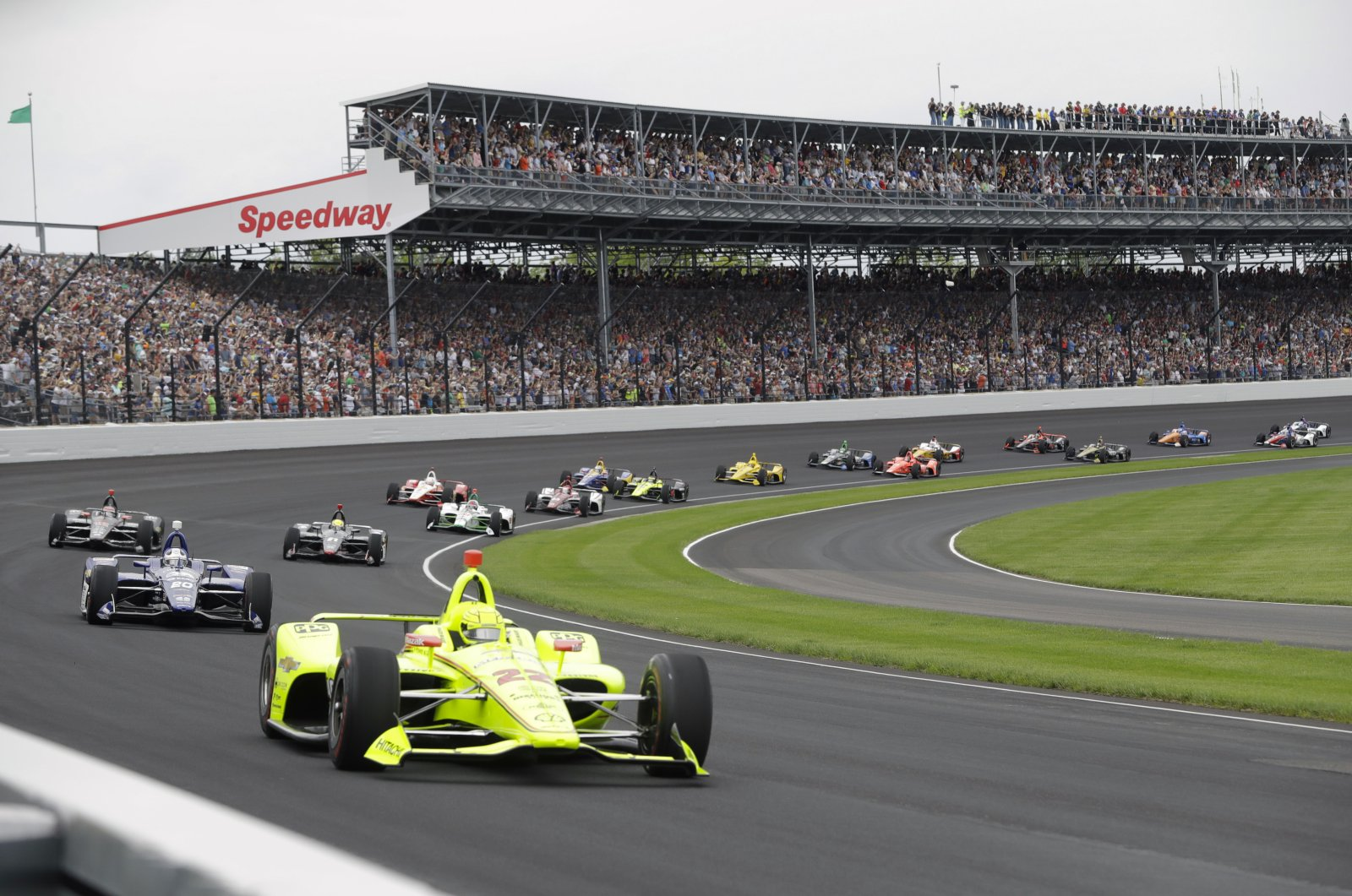 Simon Pagenaud leads the field through the first turn on the start of the Indianapolis 500 IndyCar auto race at Indianapolis Motor Speedway, in Indianapolis, U.S., May 26, 2019. (AP Photo)