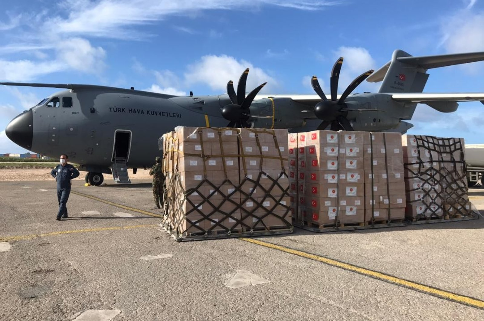 A Turkish military plane being loaded with medical supplies to deliver to Somalia on May 4, 2020 (IHA Photo)