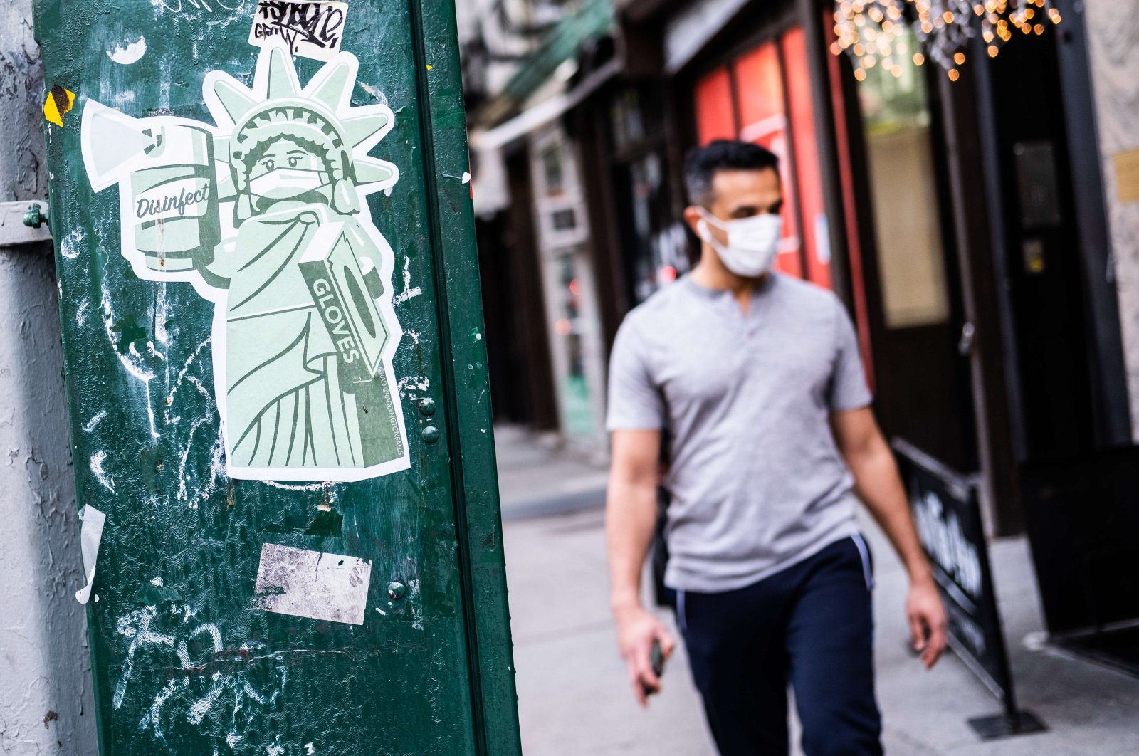 A sticker of the Statue of Liberty wearing a mask is seen on May 10, 2020 in the Manhattan borough of New York City. (AFP Photo)