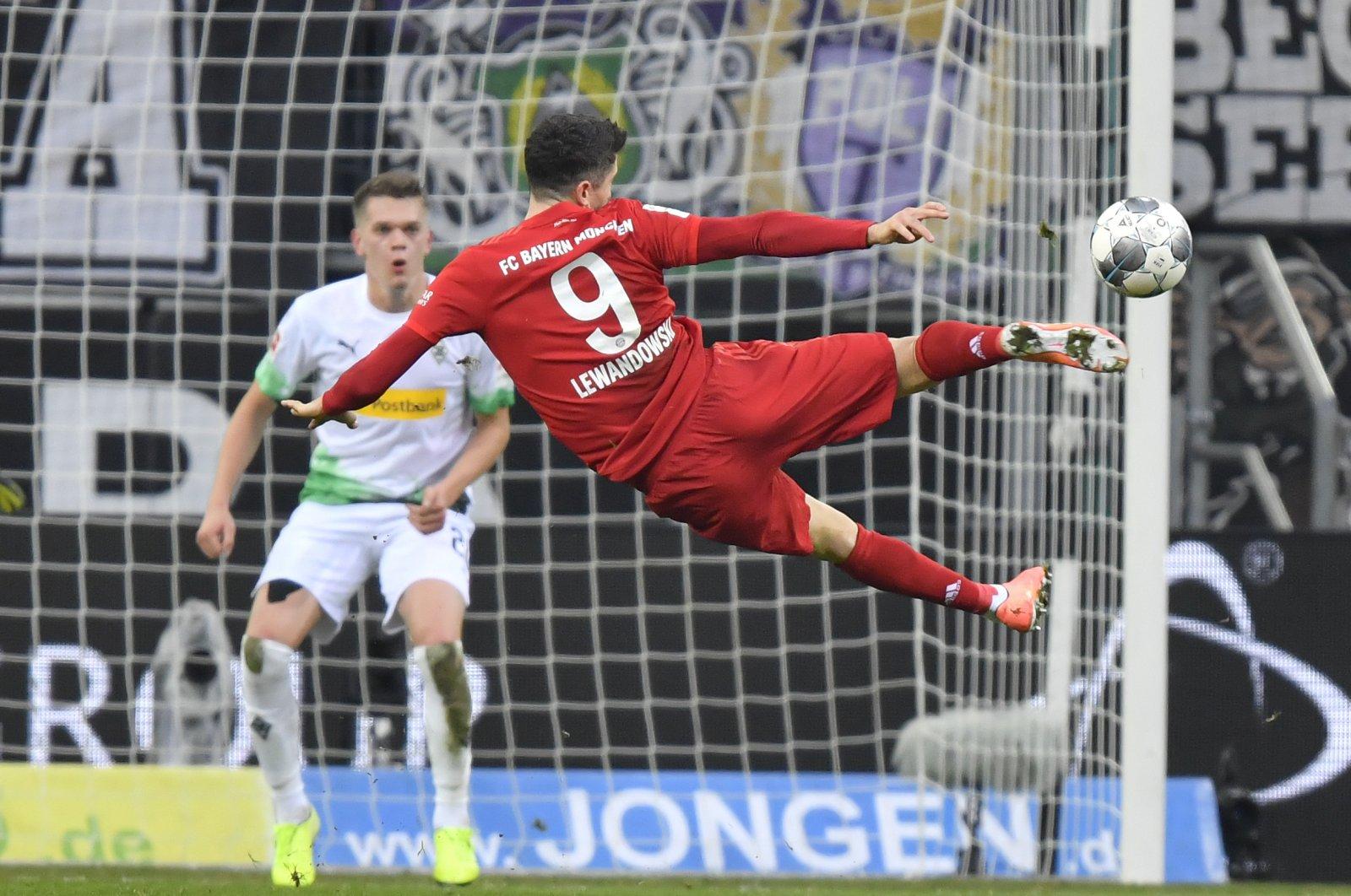 Bayern's Robert Lewandowski attempts a shot at the goal during a Bundesliga match in Moenchengladbach, Germany, Dec. 7, 2019. (AP Photo)