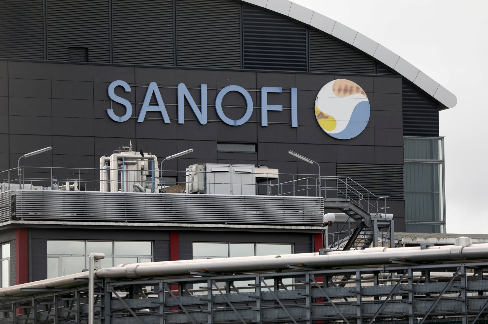 The logo of Sanofi is seen at the company's research and production center in Vitry-sur-Seine, France, Aug. 6, 2019. (Reuters Photo)