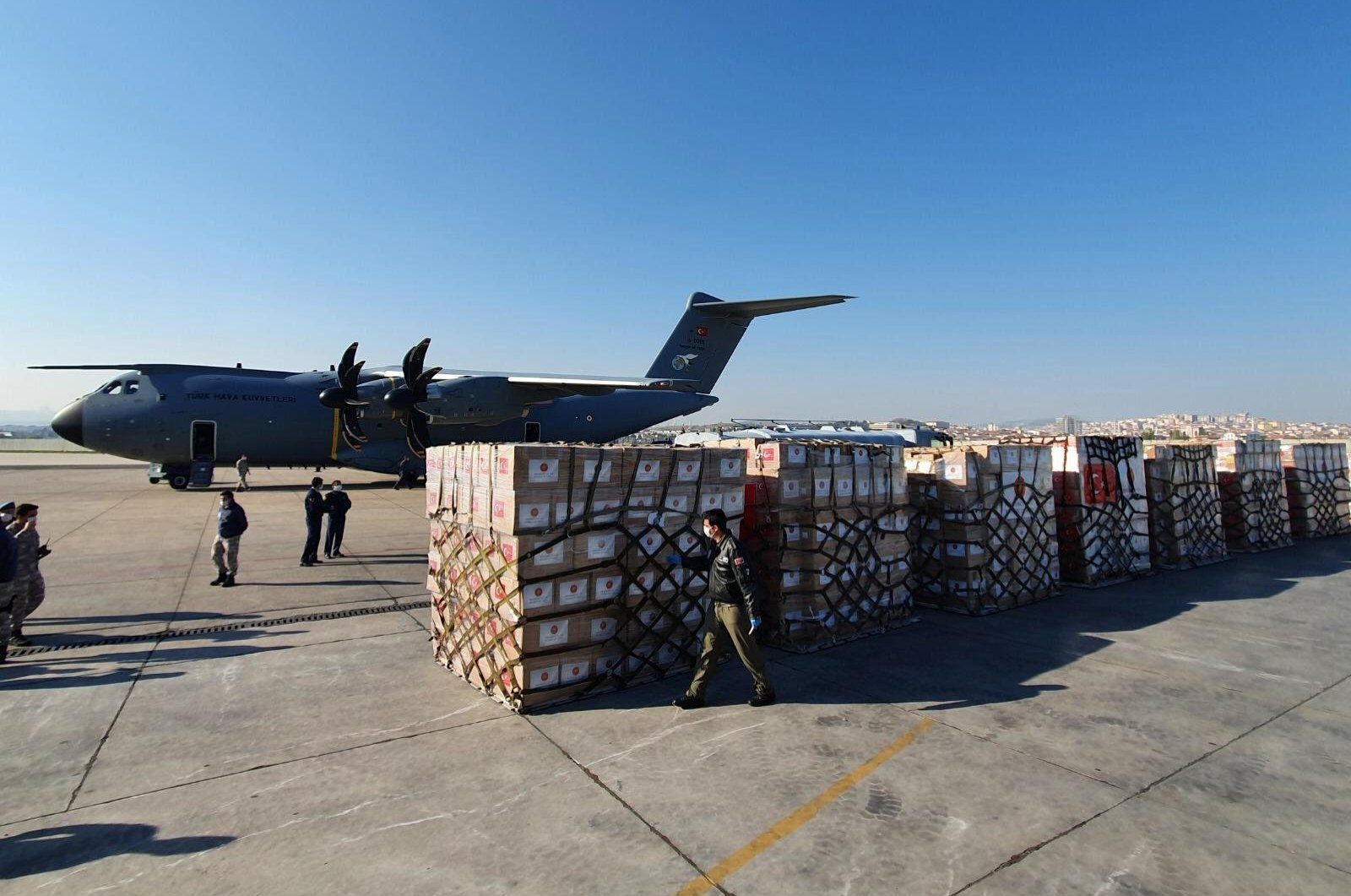 A shipment of medical supplies, part of a major aid campaign by Turkey which has dispatched supplies to dozens of countries since the coronavirus pandemic erupted, is lined up by a Turkish military cargo plane at Etimesgut airport before departing for the United States, Ankara, Turkey, April 28, 2020. (Reuters Photo)