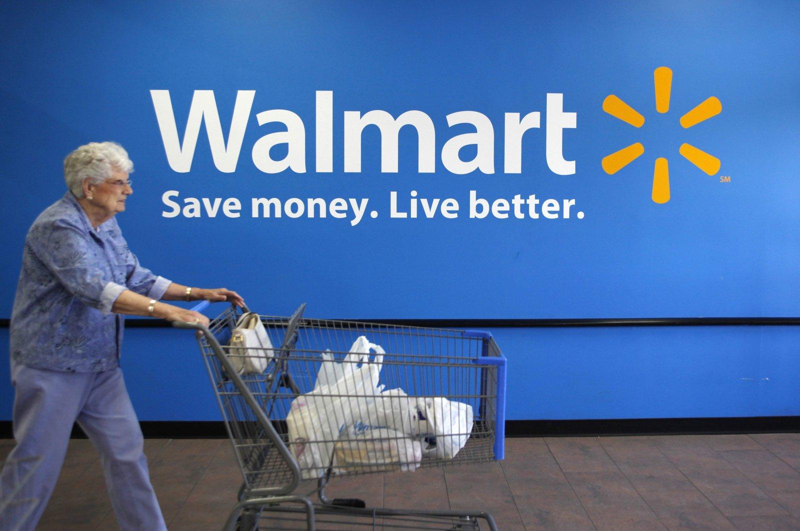 A customer leaves a Walmart store in Rogers, Arkansas, U.S., June 4, 2009.  (Reuters Photo)