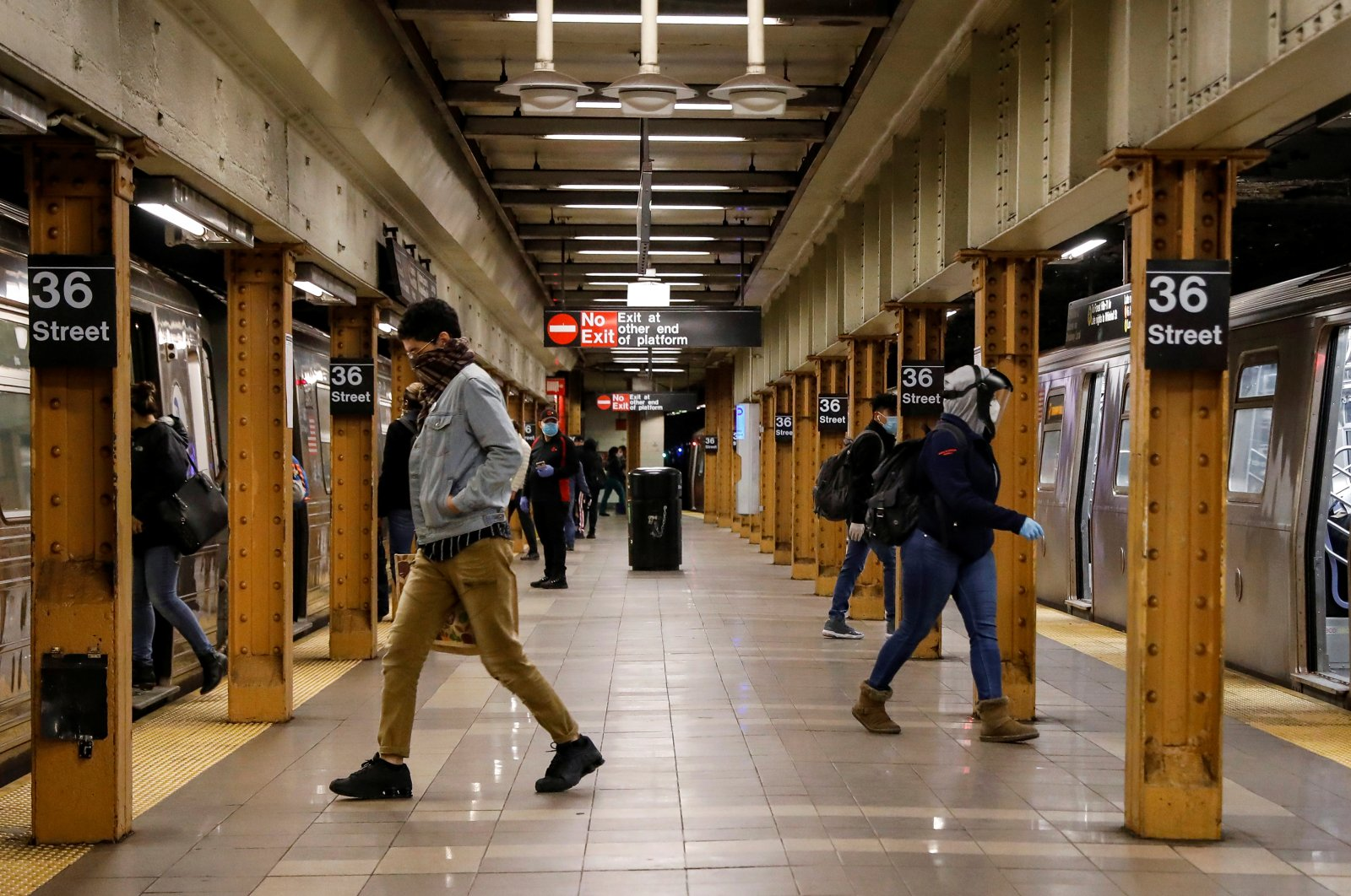 Morning commuters are seen at the subway station during the coronavirus outbreak in the Brooklyn borough of New York City, New York, U.S., May 14, 2020. (Reuters Photo)