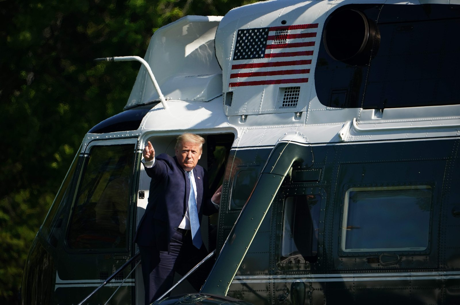 U.S. President Donald Trump waves as he boards Marine One before departing from the South Lawn of the White House in Washington, D.C., May 15, 2020. (AFP Photo)