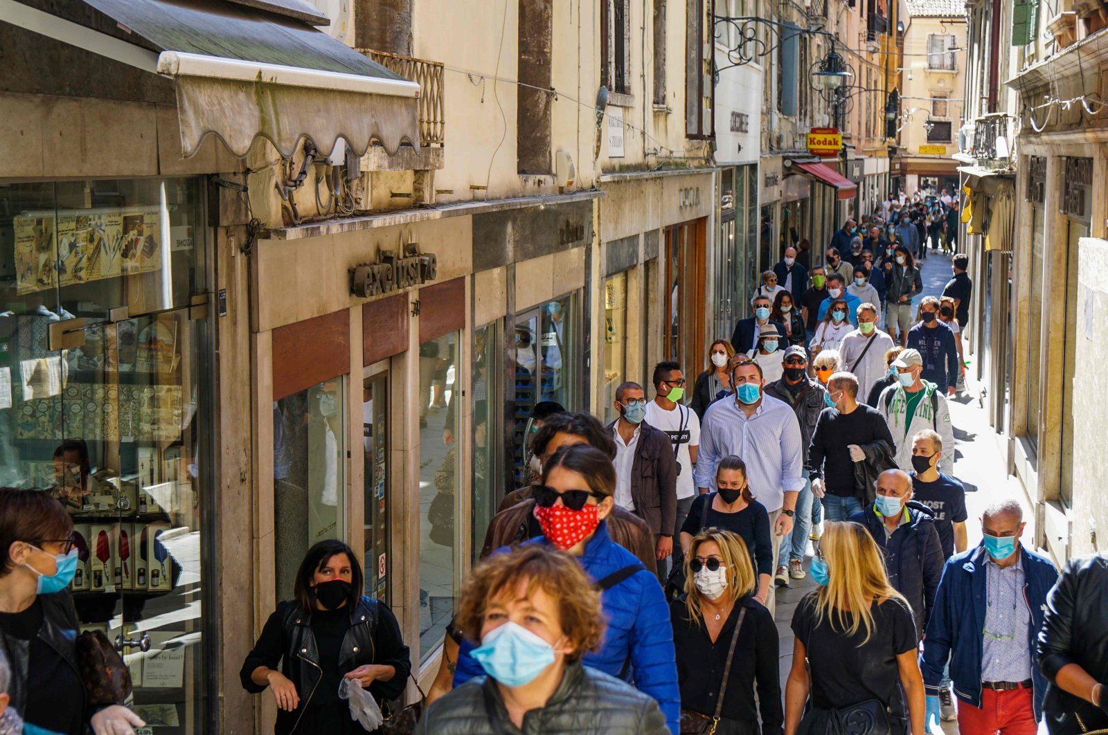 Storekeepers gather for a flash mob protest for the reopening of shops and commercial activities as Italy starts to ease its lockdown, Venice, May 4, 2020. (AFP Photo)
