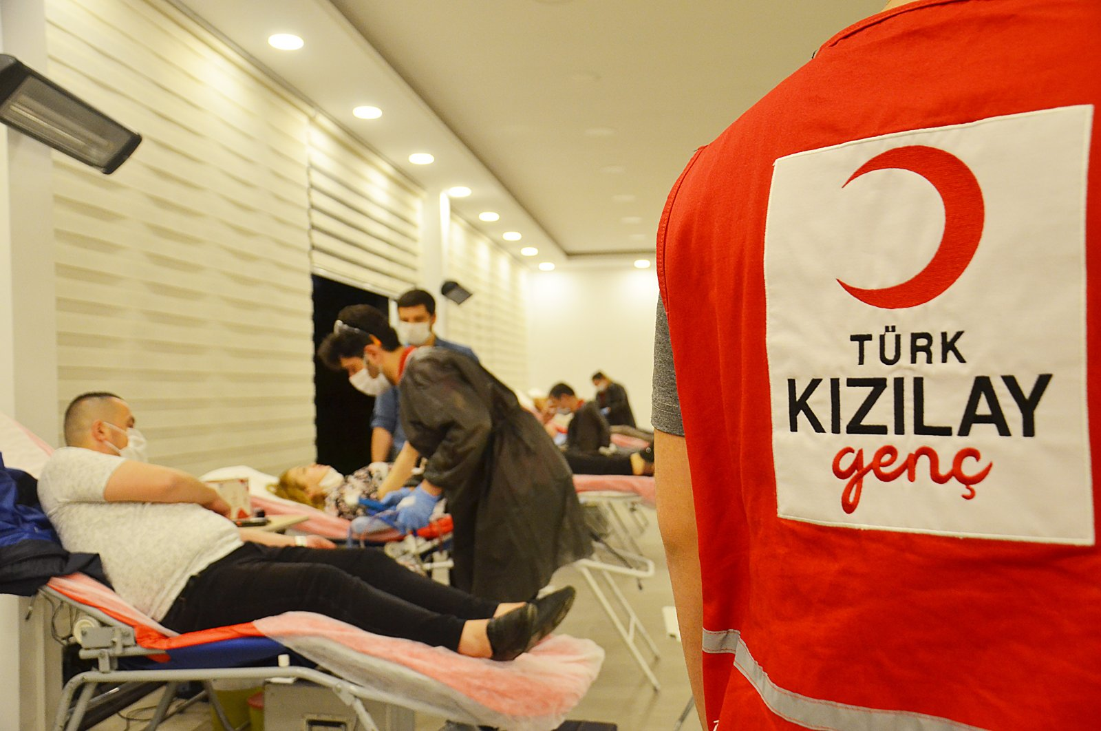 People donate blood at a Red Crescent donation center in Istanbul, Turkey, May 16, 2020. (AA Photo)