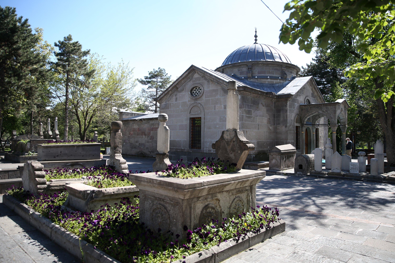 Tombstones and sarcophagi in the garden of the tomb of Sayyid Burhaneddin, Kayseri, Turkey. (AA Photo)