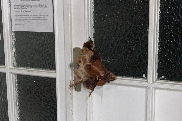 The pig's head seen attached to the door of the Fatih Mosque in Vaihingen, Germany, May 17, 2020. (Photo courtesy of Fatih Mosque via Facebook)