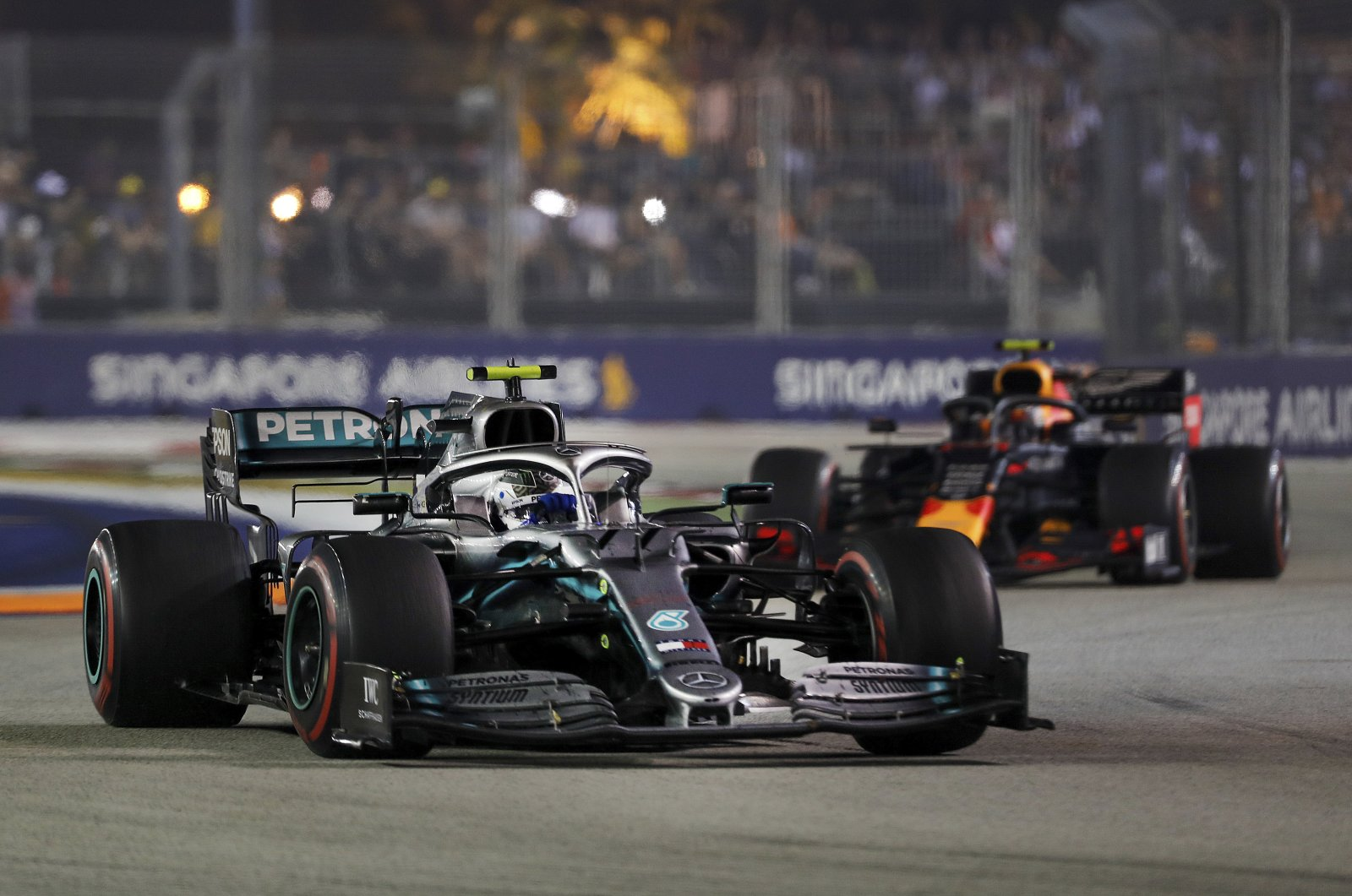 Mercedes driver Valtteri Bottas drives ahead of Red Bull's Alexander Albon during the Singapore Formula One GP in Singapore, Sept. 22, 2019. (AP Photo)