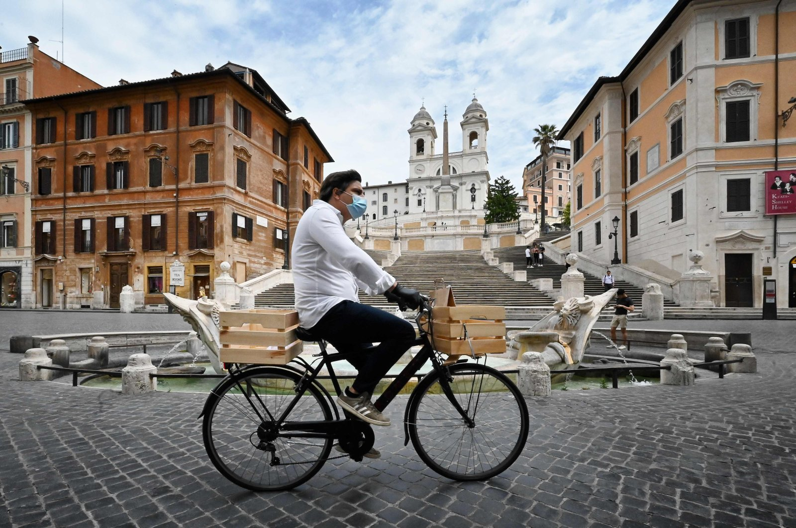A delivery man rides a bicycle across Piazza di Spagna and the Spanish Steps, Rome, Italy, May 18, 2020. (AFP Photo)