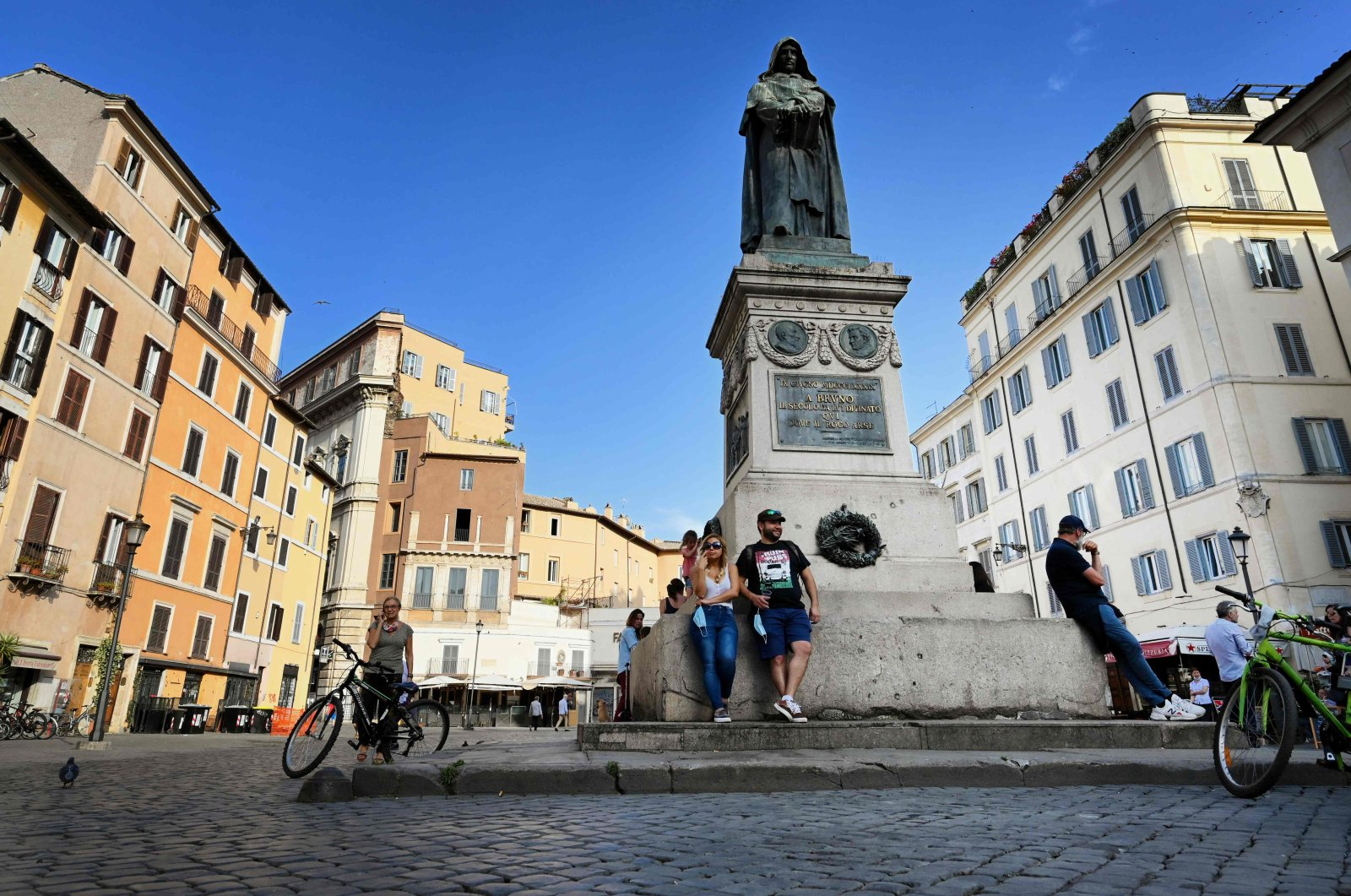 People relax on Campo dei Fiori in central Rome, on May 18, 2020 as the country's lockdown is easing after over two months, aimed at curbing the spread of the COVID-19 infection, caused by the novel coronavirus. (AFP Photo)