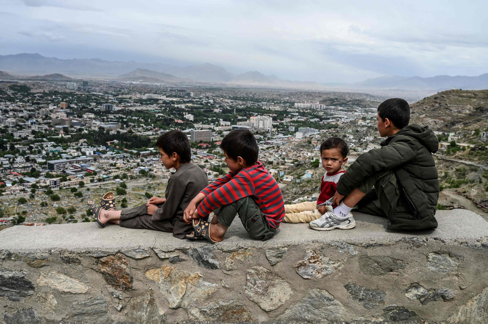 Children sit on a wall overlooking the city of Kabul, Afghanistan, May 17, 2020. (AFP Photo)