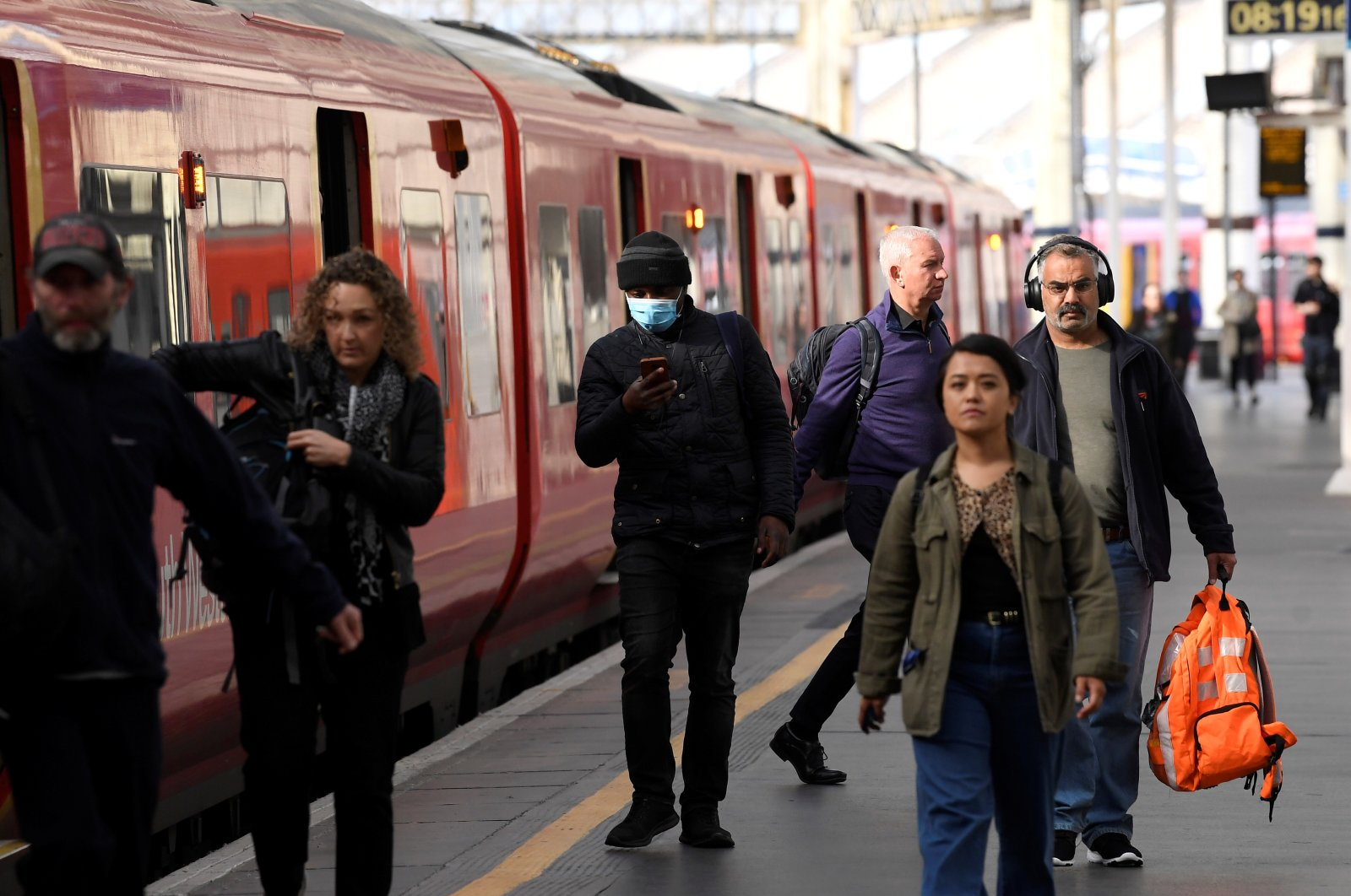 Commuters are seen in Waterloo station during the morning rush hour following the outbreak of the coronavirus disease (COVID-19), London, Britain, May 19, 2020. (Reuters Photo)