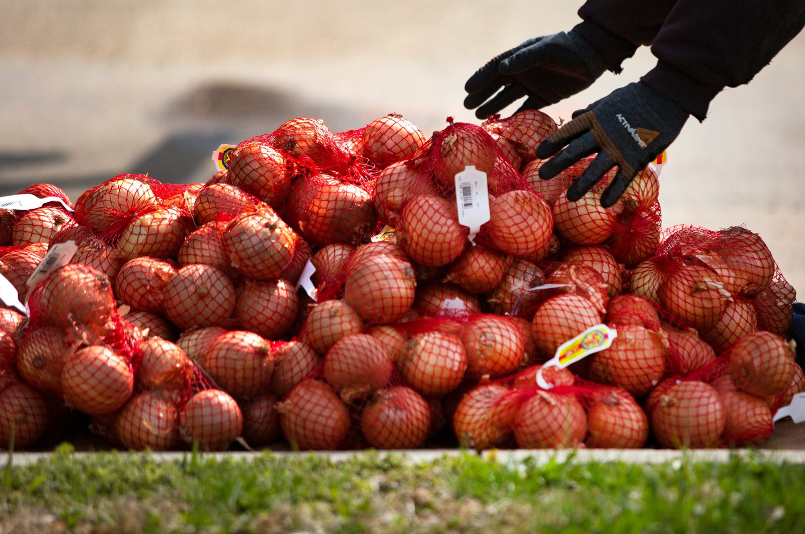 Mike Probst moves onions from a Loffredo Fresh Foods truck on April 15, 2020 in Des Moines. (Reuters Photo)