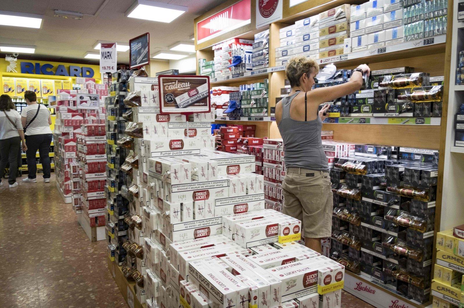Customers purchase cigarettes in a supermarket in the town of Pas de la Casa, Andorra, Andorra, July 27, 2017. (AFP Photo)