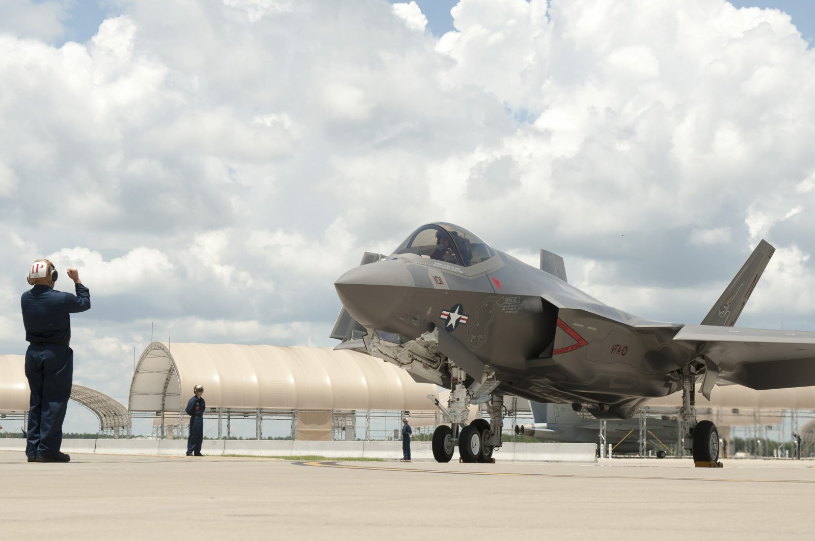 The new capabilities of the A/B/C variants of the F-35 Lightning II fighter jets under construction in Texas were presented to the press, New York, the U.S., Nov. 1, 2013. (Lockheed Martin via Anadolu Agency )