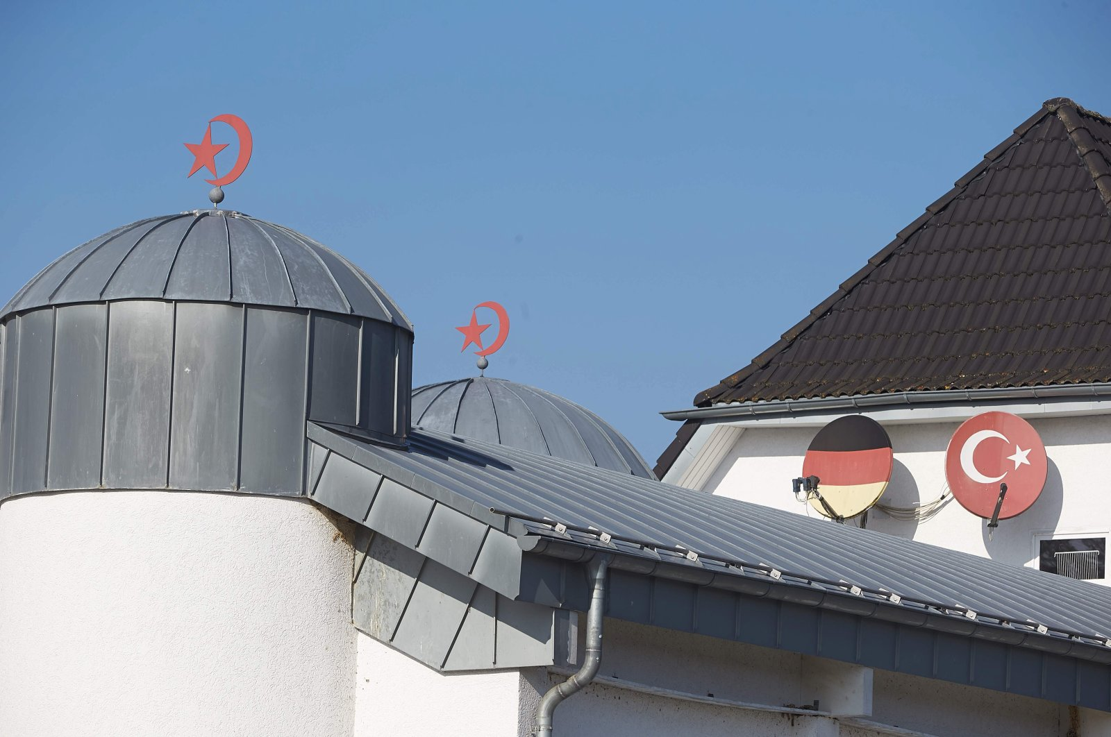 The roof of a mosque is pictured in Fuerthen, Western Germany, Feb. 15, 2017. (AFP Photo)