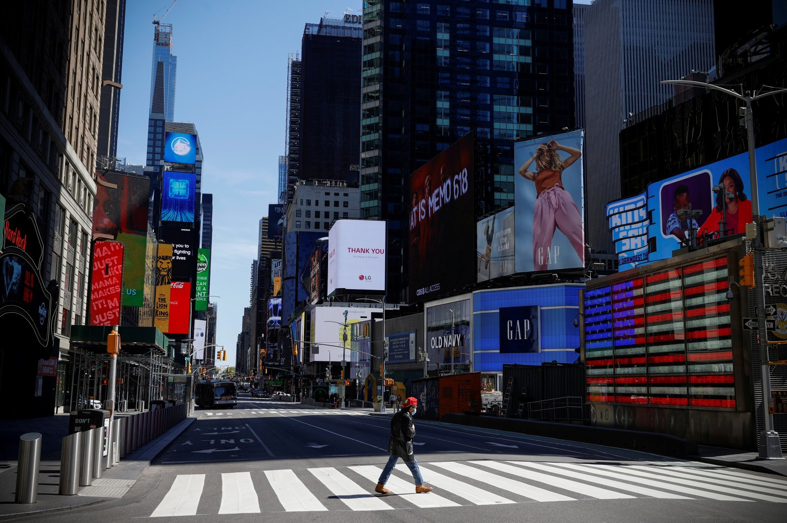 A man wearing a protective face mask crosses 7th Avenue in a nearly deserted Times Square, Manhattan, New York City, May 5, 2020. (REUTERS Photo)