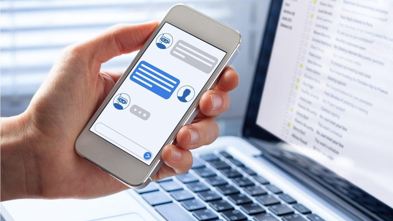 Chatbot kullanımı bankacılıkta beş katına çıktı ve e-ticarette son iki ayda iki katına çıktı. (Dosya Fotoğrafı)