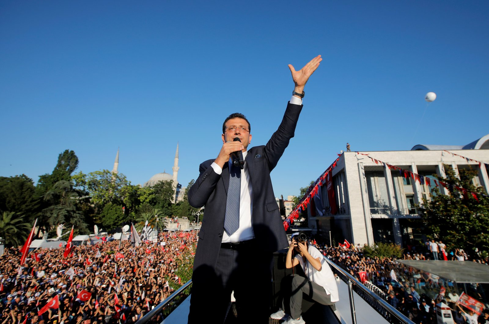 Istanbul Mayor Ekrem Imamoğlu of the main opposition Republican People's Party (CHP) addresses his supporters from the top of a bus outside City Hall in Istanbul, Turkey, June 27, 2019. (Reuters File Photo)