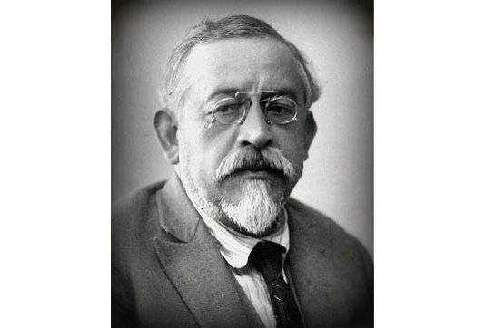"Yusuf Akçura is especially known for his famous ""Üç Tarz-ı Siyaset"" article."