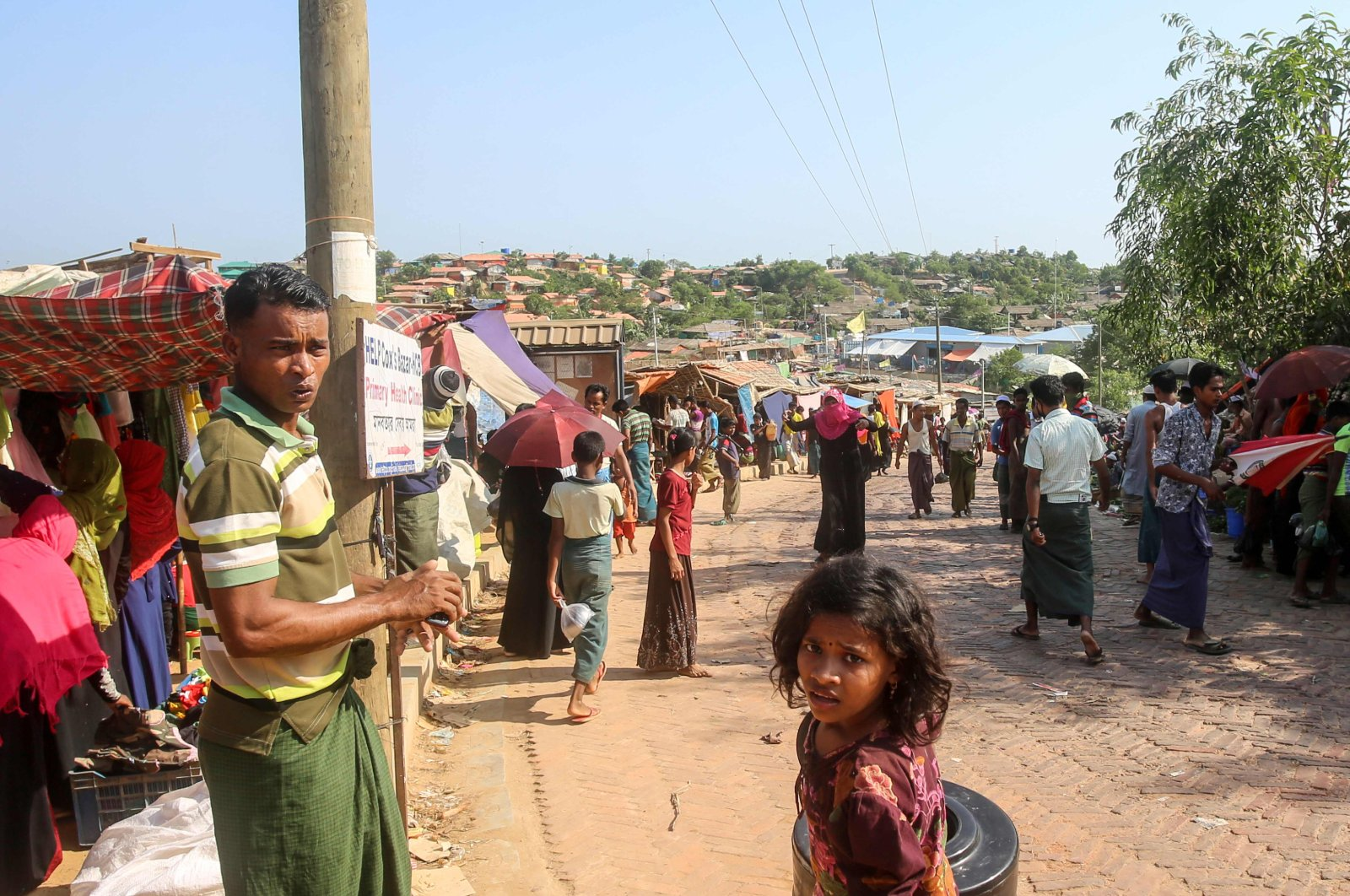 Rohingya refugees gather at a market as the first cases of the coronavirus have emerged in the area, in Kutupalong refugee camp, Ukhia, Bangladesh, May 15, 2020. (AFP Photo)