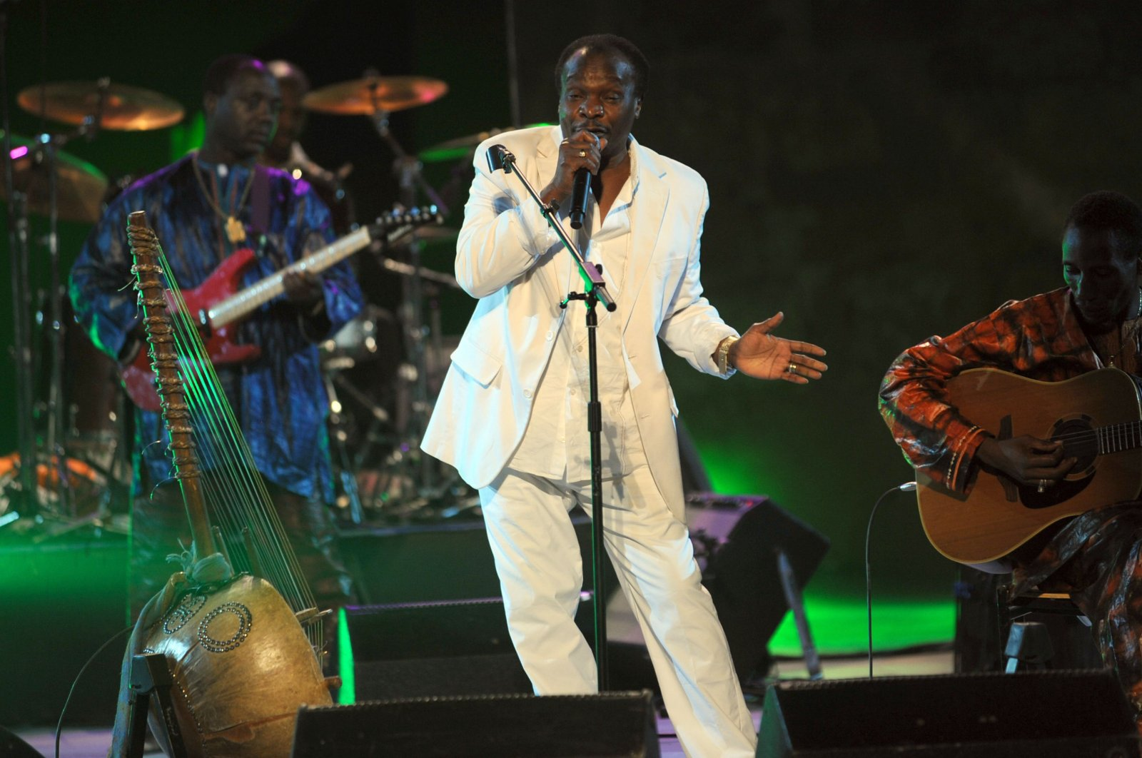Guinea's singer Mory Kante performs at a Roman theater during the 46th International Festival of Carthage, Carthage, July 14, 2010. (AFP Photo)