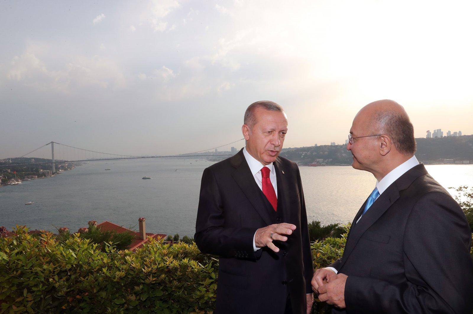 President of Turkey Recep Tayyip Erdoğan (L) gestures as he speaks with Barham Salih at a meeting in Istanbul, Turkey, May 28, 2019. (AFP Photo)