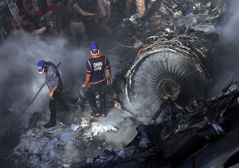 Turbulence Warnings Before Pakistan Plane Crash Killed 97 Daily Sabah