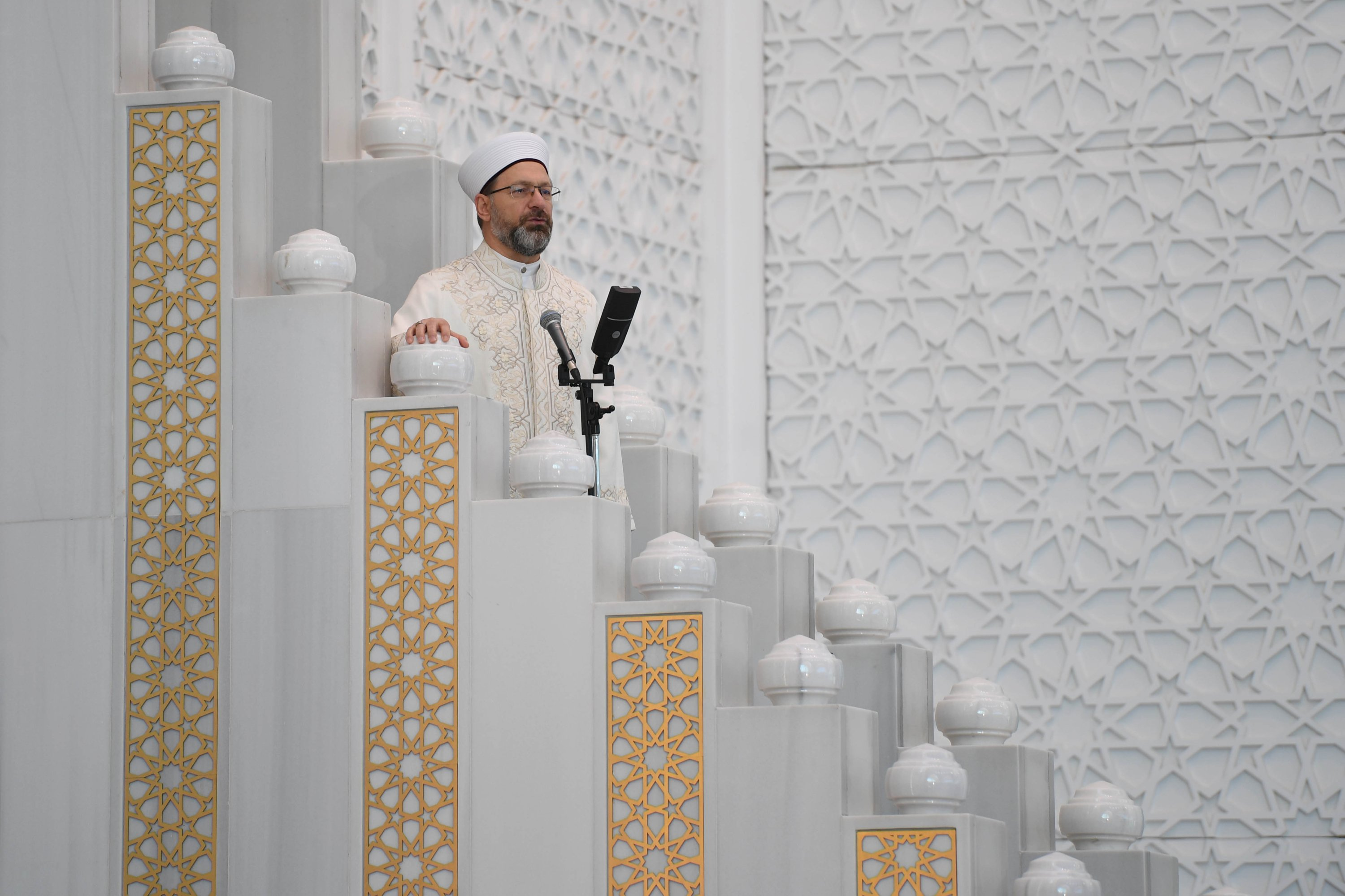 Diyanet head Ali Erbaş led prayers and held a special sermon marking Eid. (AA Photo)
