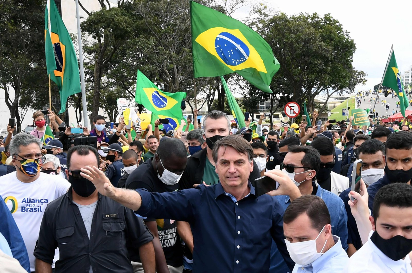Brazil's President Jair Bolsonaro greets supporters upon arrival at Planalto Palace in Brasilia amid the coronavirus pandemic, May 24, 2020. (AFP Photo)