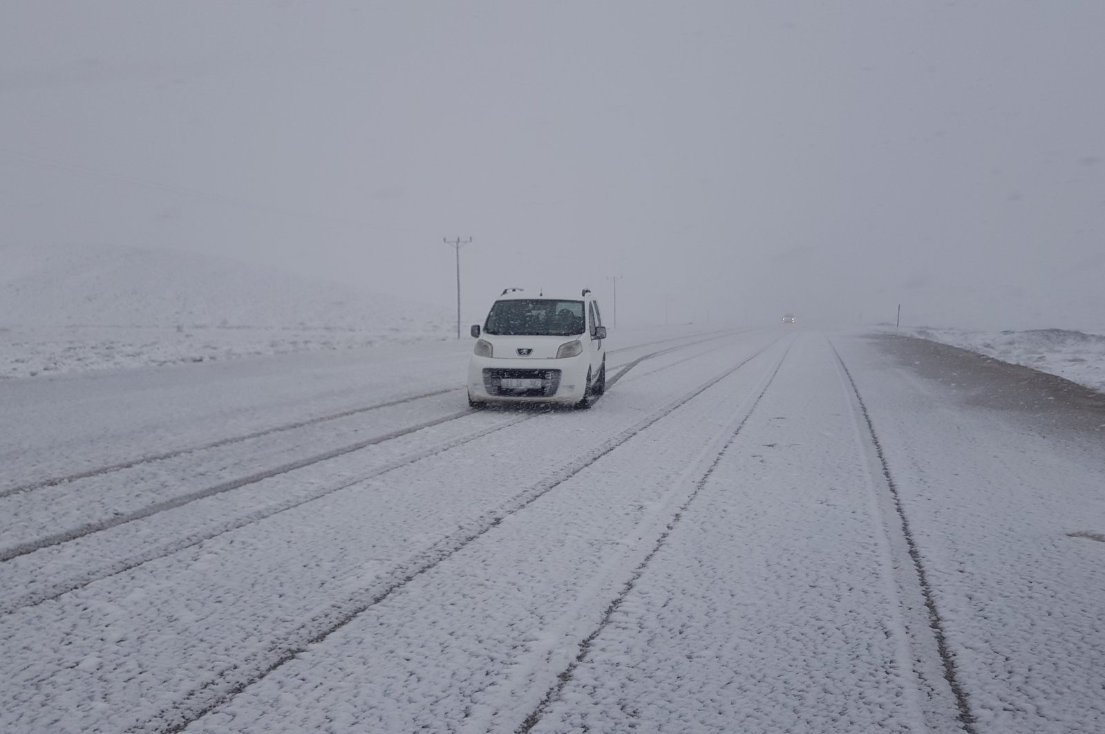 A car travels through the Ahmediye Pass on the highway between Turkey's eastern Erzincan and Gümüşhane provinces, May 25, 2020. (AA Photo)