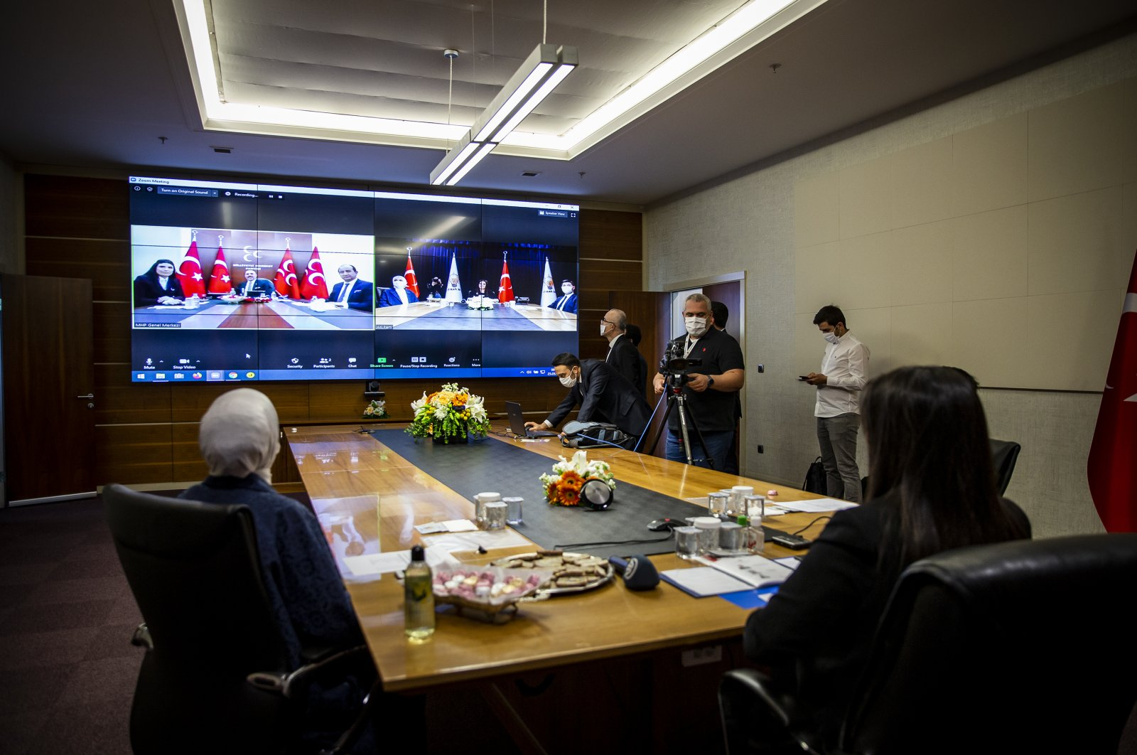 The AK Party delegation exchanges holiday greetings with CHP and MHP delegations through videoconference, May 25, 2020 (AA Photo)