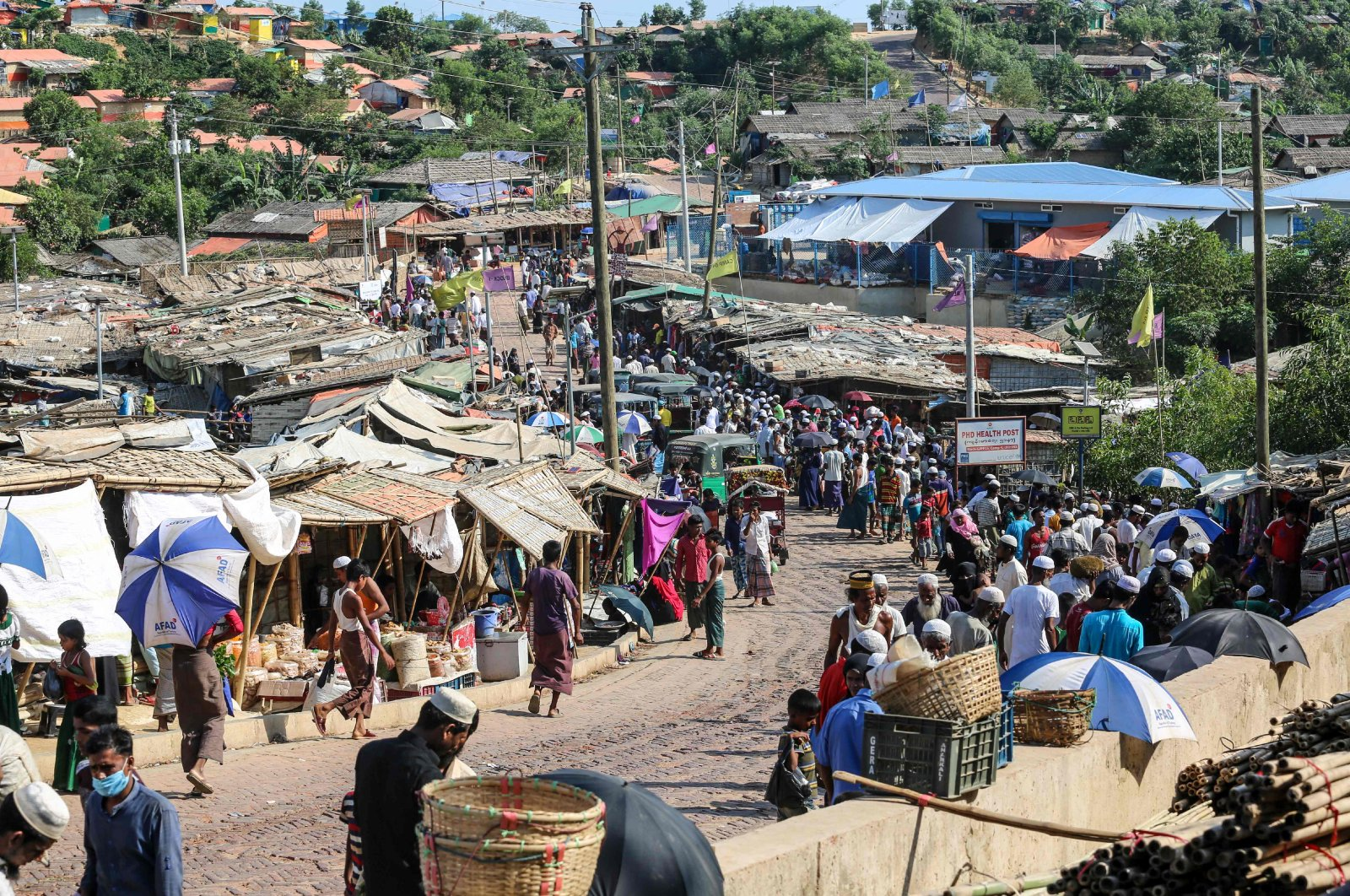 Rohingya refugees gather at a market as the first cases of COVID-19 emerged in the area, in the Kutupalong refugee camp in Ukhia, May 15, 2020. (AFP Photo)