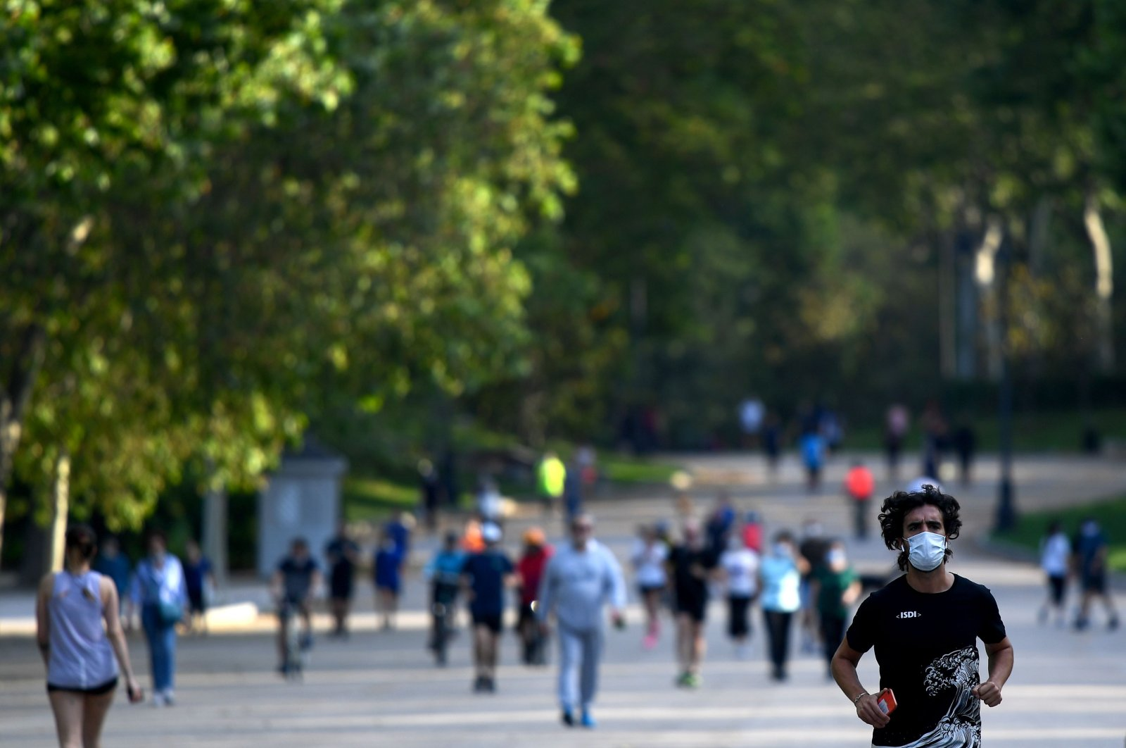 People exercise at Retiro Park as the gates of Madrid's parks reopen, Madrid, Spain, May 25, 2020. (AFP Photo)