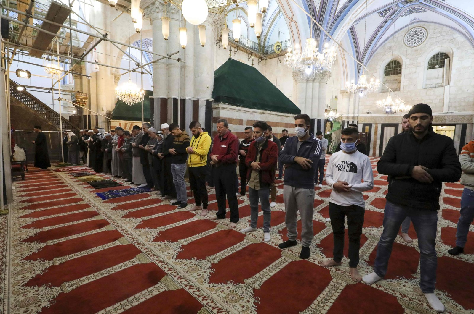 Palestinian men gather for dawn prayers at the Ibrahimi Mosque, Hebron, occupied West Bank, May 26, 2020. (AFP Photo)