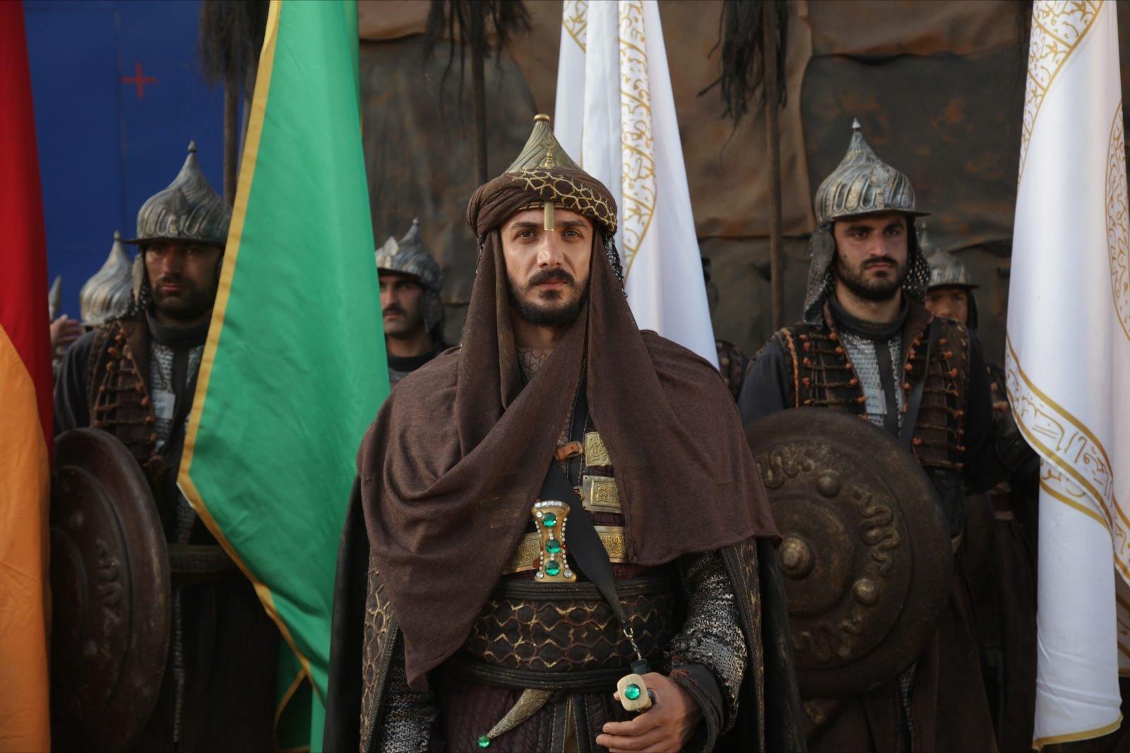 """Hala """"Fetih 1453"""" den aktör Devrim Evin'i Mehmed II olarak gösteriyor."""