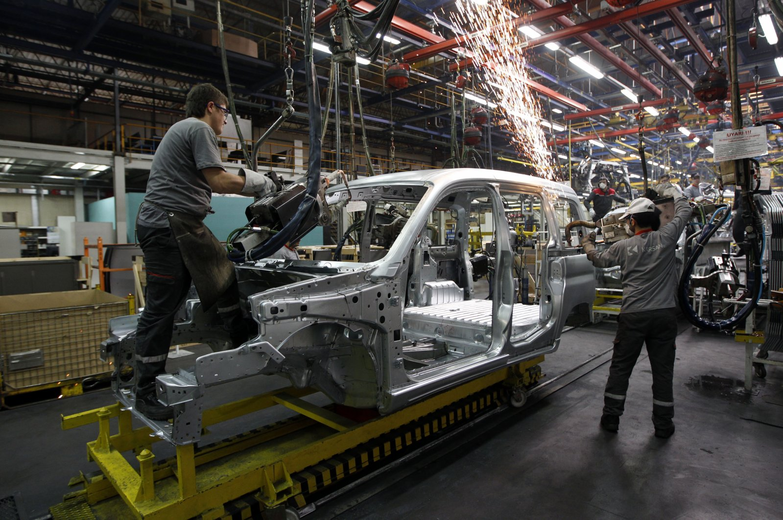 Employees work on the assembly line of the Karsan automotive factory in Bursa, Turkey. (Reuters Photo)