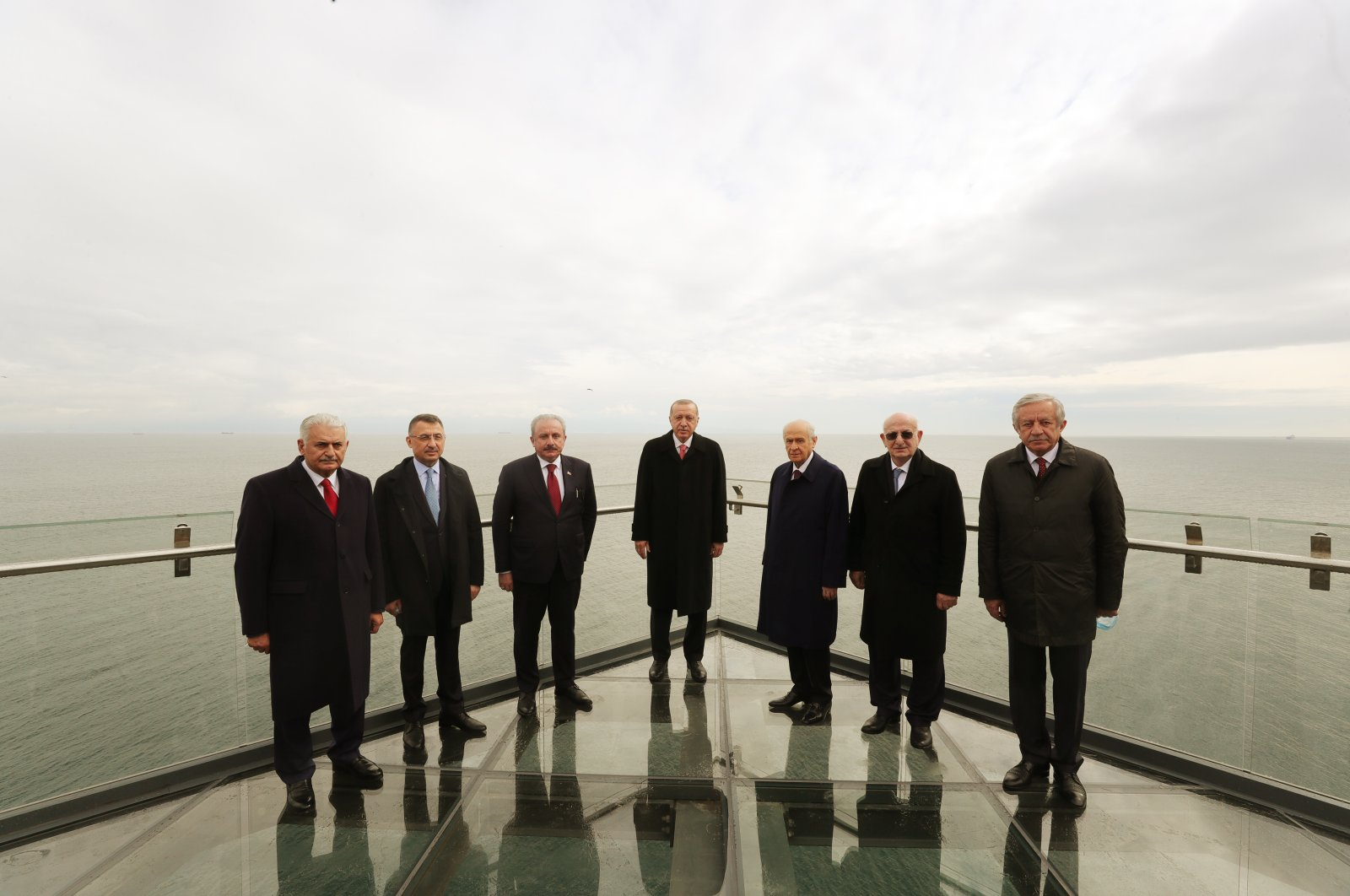President Recep Tayyip Erdoğan (c), alongside Parliamentary Speaker Mustafa Şentop (first on the left), Vice President Fuat Oktay (second on the left), Izmir Deputy of AK Party Binali Yıldırım, MHP leader Devlet Bahçeli (first on the right), former Parliamentary Speaker Ismail Kara (second on the right) and Parliament's Deputy Chairman Celal Adan (third on the right), pose just before the inauguration ceremony of Democracy and Freedom Island, May 27, 2020. (DHA)