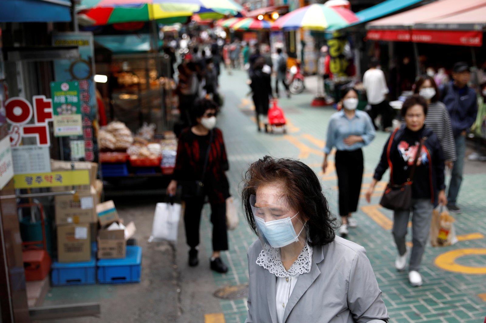 People wear masks to avoid the spread of the coronavirus, Seoul, South Korea, May 28, 2020. (Reuters Photo)