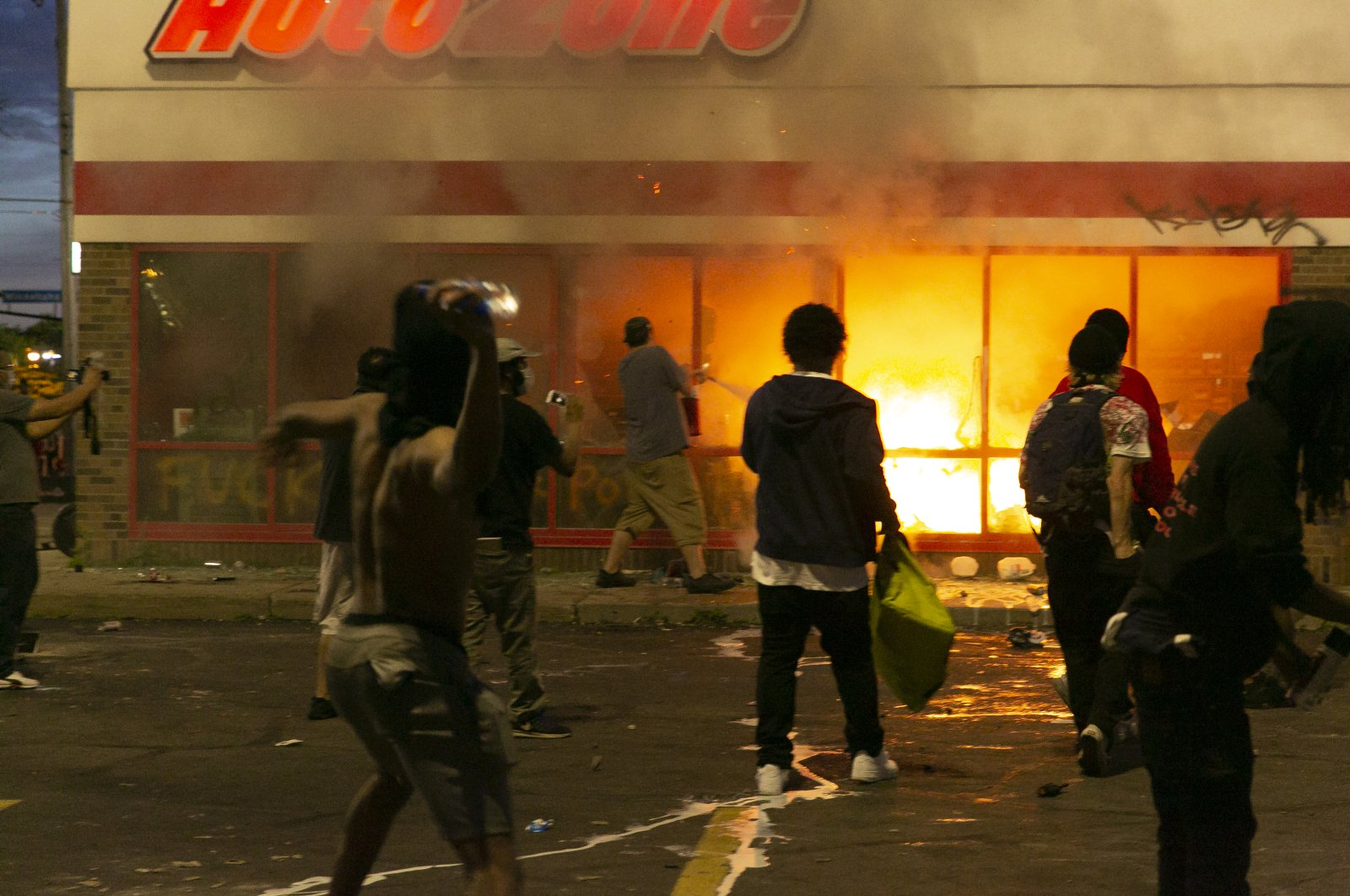 Demonstrators loot stores and set fires, Minneapolis, Minnesota, U.S., May 28, 2020. (AA Photo)